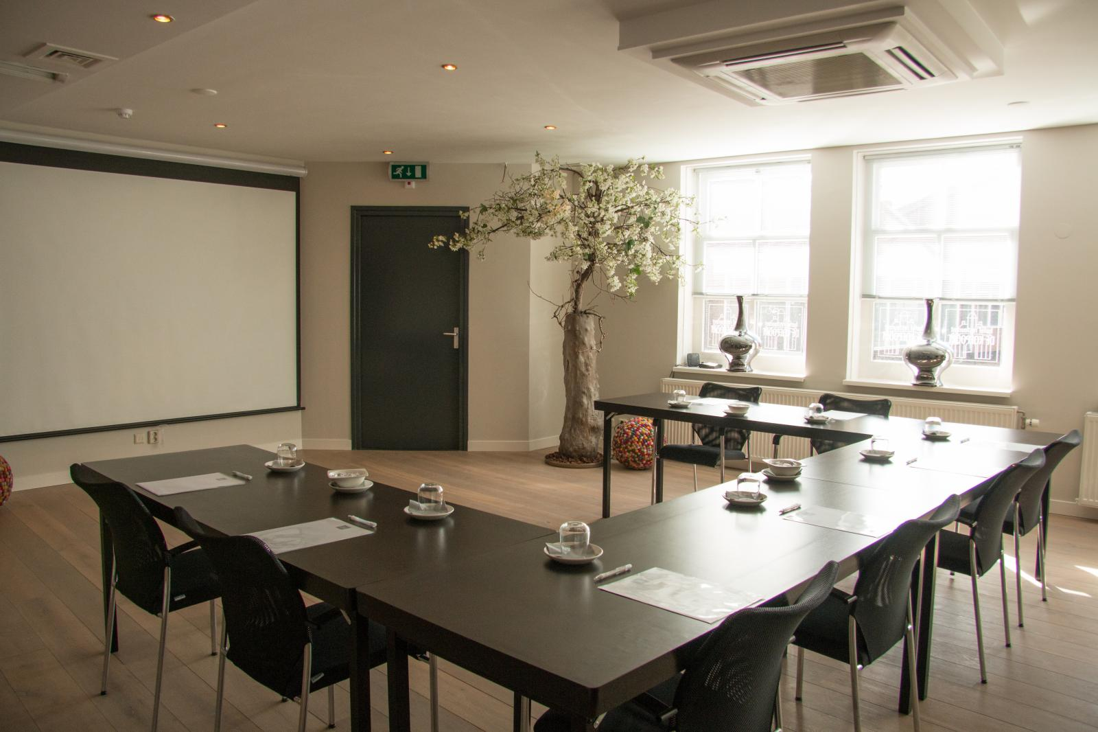 Our beautiful inspiring meetingroom!